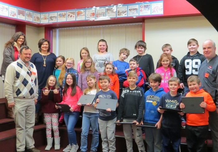 Tracy Bryants 3rd grade class with Dow reps and Chromebooks